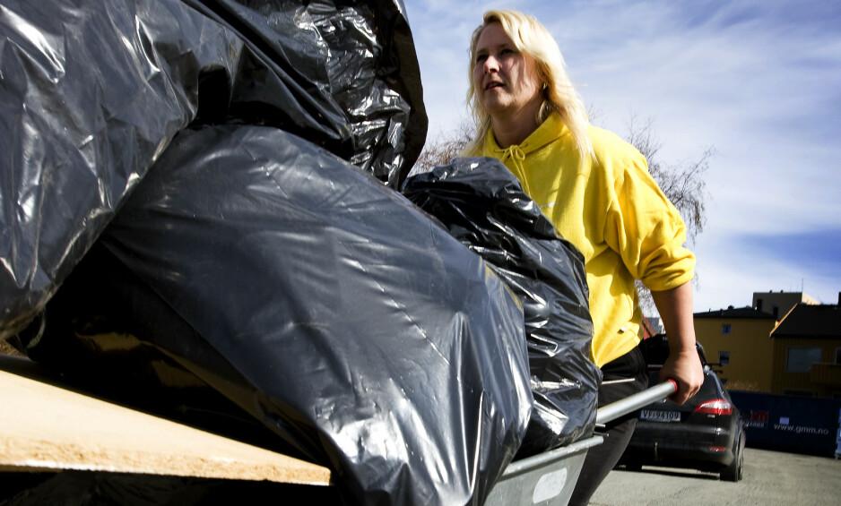 <strong>INNFØRER FORBUD:</strong> Fra og med 1. september vil det være forbudt å levere sorte og fargede søppelsekker. Foto: Gorm Kallestad / NTB scanpix