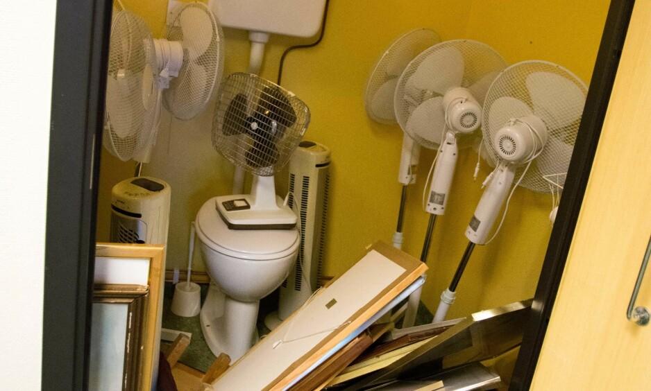 KUNST PÅ DO: I Kulturetatens rapport beskrives det vi ser her som: «Eksempler på uheldig lagring av kunst i Oslo kommunes virksomheter». Foto: Kulturetaten, Oslo kommune