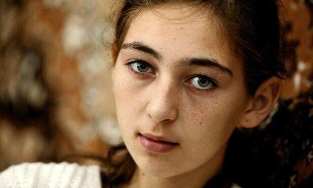 OVERLEVDE: Aida Akhmedova (da 14 år gammel) overlevde terroren i Beslan. Hun fortalte sin sterke historie til Dagbladet noen dager etter at dramaet var over. Foto: Henning Lillegård / Dagbladet