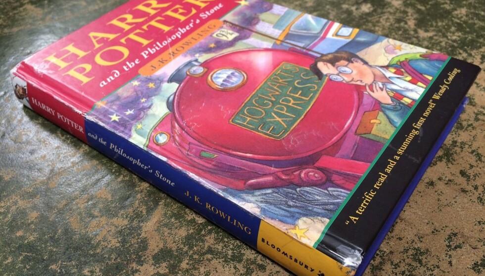 <strong>FJERNES:</strong> Harry Potter serien er en av verdens største litterære suksesser og elsket av unge og voksne over hele kloden. Bokserien er likevel omstridt i enkelte konservative religiøse miljøer. Foto: NTB Scanpix