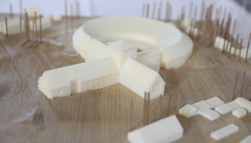 MODELLEN: Dette er en modell av det nye vikingskispmuseet, slik det ble laget av AART architects. Foto: Nina Hansen