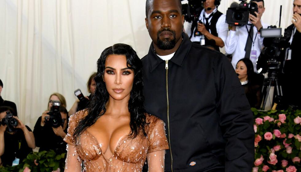 SETTER STREK: Realitydronninga Kim Kardashian West vil ikke ha flere barn, og setter dermed strek ved fire. Her er hun avbildet med ektemannen Kanye West. Foto: NTB Scanpix