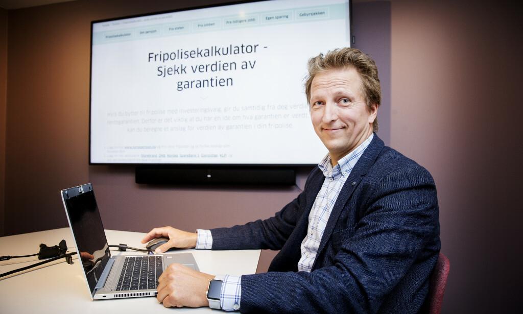 ENKEL I BRUK: Jan Mjelde (48) har testet ut den nye fripolisekalkulatoren fra Finansportalen, for å sjekke hvor mye den garanterte renta på fripolisene hans er verdt. Han har tre fripoliser fra tidligere arbeidsforhold. Foto: Henning Lillegård