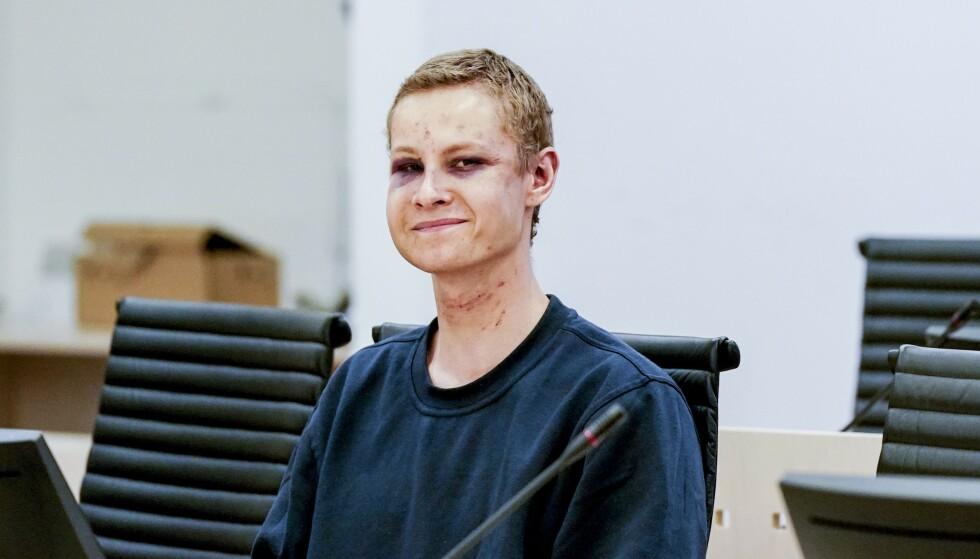 KLAR MELDING: Den draps- og terrorsiktede Philip Manshaus hilste retten på nazi-maner i et fengslingsmøte. Det er ingen tvil om hvor han hører hjemme politisk. Foto: John Terje Pedersen / DAGBLADET