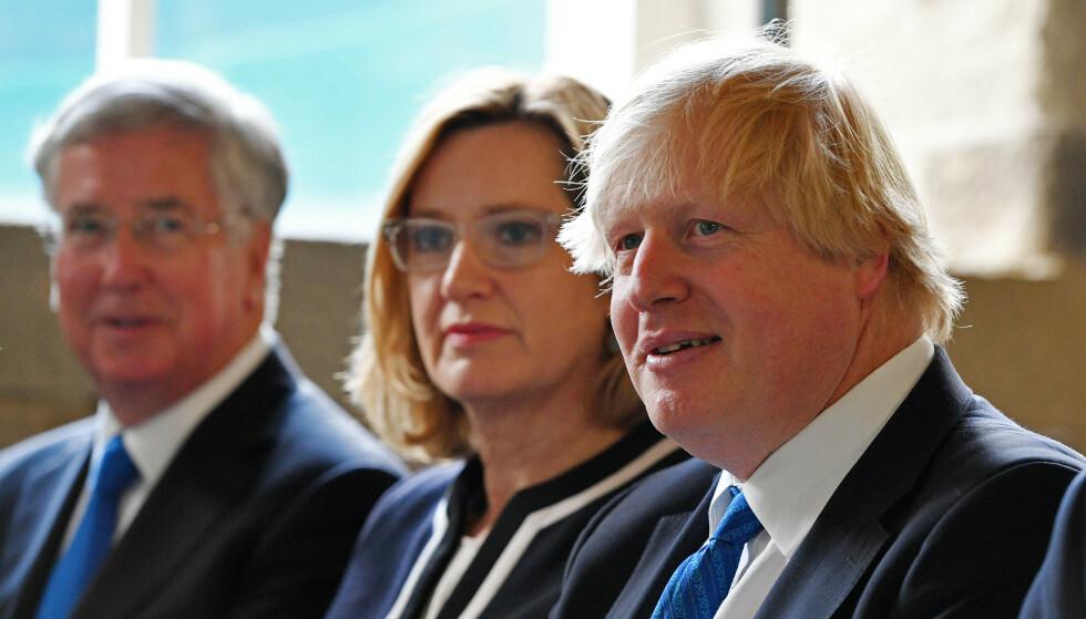SPLID: Lørdag kveld var nok nok for Amber Rudd; hun trakk seg fra regjeringen. Her sitter hun bed siden av Boris Johnson under et pressemøte i forkant av valget i 2017. Foto: Bruce Adams / ANL / REX / NTB scanpix