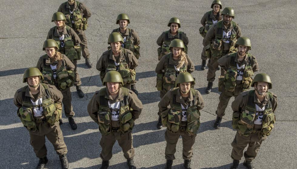 GIVAKT: I en militærleir i naturskjønne Romsdalen har Dag Otto utkommandert 14 kjente nordmenn som han mener har et uforløst potensial. Foto: Matti Bernitz / TV 2