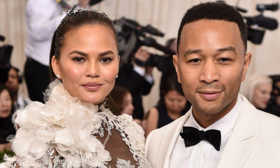 SVARER: Da president Donald Trump kom med ufine karakteristikker av artist John Legend og kona, Chrissy Teigen på Twitter, tok ekteparet til motmæle. Foto: NTB Scanpix
