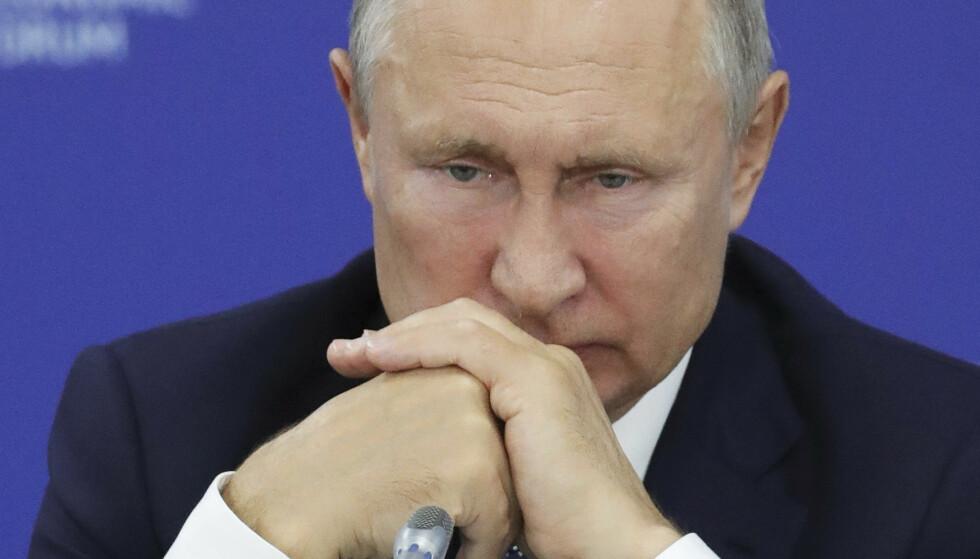 IKKE FORNØYD: Vladimir Putin liker ikke at Russland har fått en kollektiv dopingstraff, og mener at alle burde få en individuell straff. Foto: NTB Scanpix