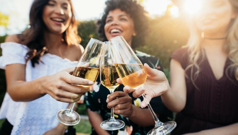 ALTERNATIVET: Musserende Crémant er laget etter champagnemetoden, og er blitt et fint alternativ når budsjettet ikke strekker helt til Champagne. Foto: Shutterstock / NTB Scanpix