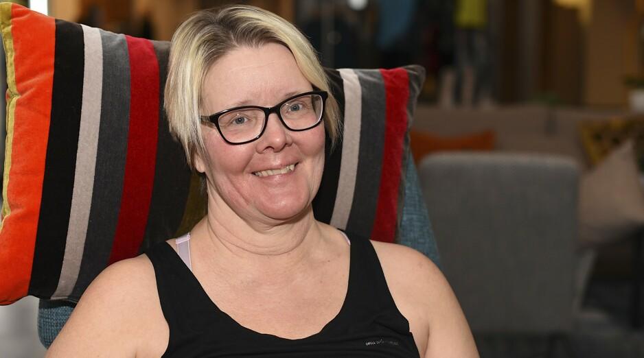 FIKK GOD HJELP: - Ingen skal behøve å gå rundt med en lekk urinblære, sier Åsa Lindholm. Hun er kvitt alle sine lekkasjeproblemer etter en enkel operasjon. Foto. Birgitta Lindvall Wiik