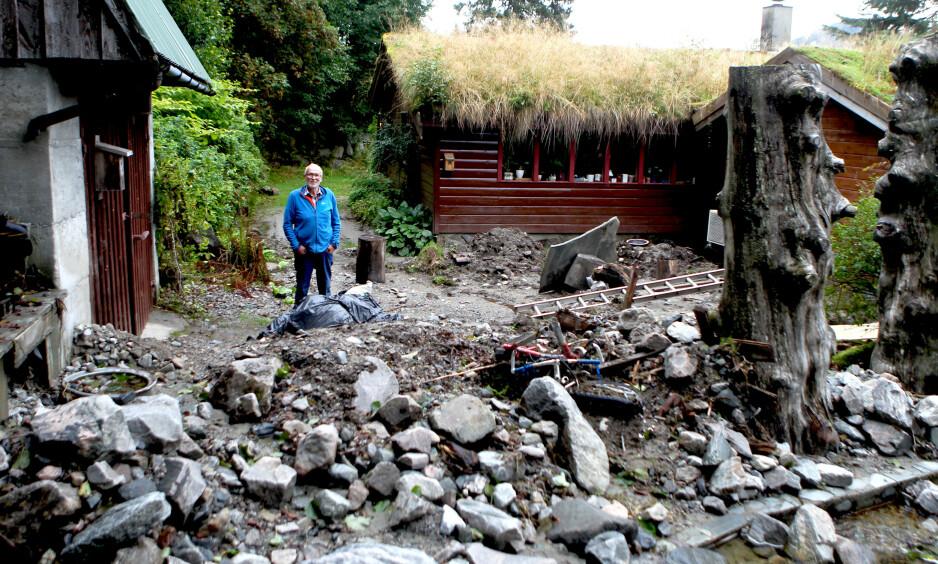 RASERT: Tunet til Even Kongsvik og Dagny Nødseth er fremdeles preget av raset i slutten av juli. Foto: Stig Roger Eide / Dagbladet
