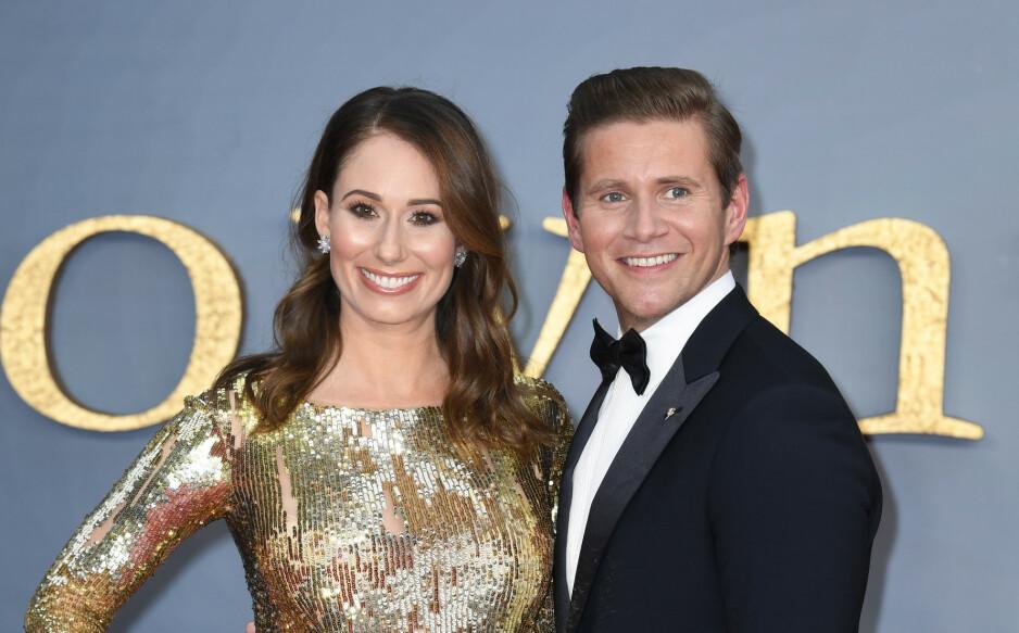 VENTER BARN: Stjerneparet Allen Leech og Jessica Blair Herman avslørte at de venter sitt første barn på mandagens verdenspremiere av filmen «Downton Abbey» i London. Foto: NTB Scanpix