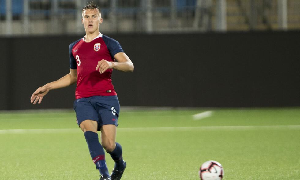 MÅL: Leo Skiri Østigård var blant målscorerne i Norges seier. Foto: NTB Scanpix