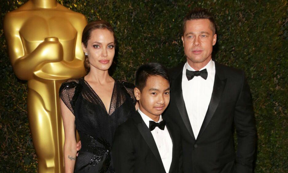 FRA LYKKELIGE TIDER: Her er Maddox Jolie-Pitt sammen med sine berømte foreldre på rød løper i 2013. Foto: NTB Scanpix