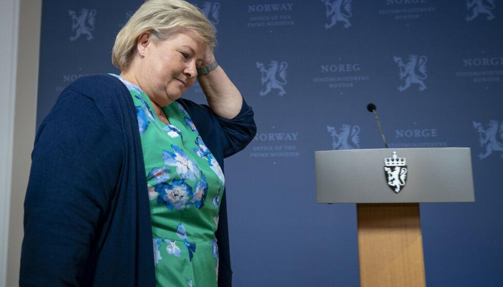 Høyre klør seg i hodet: Høyre gjorde et dårlig valg og sliter med regjeringsprosjektet. Hva nå, Erna Solberg? Foto: Heiko Junge / NTB scanpix