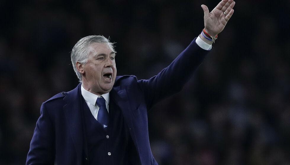 REAGERER: Napoli-trener Carlo Ancelotti er i harnisk over at byggearbeidene fortsatt pågår i klubbens nye garderobeanlegg. Foto: Kirsty Wigglesworth/NTB Scanpix