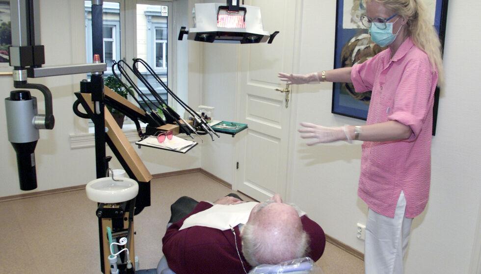 SVIKTER: Vårt samfunn svikter totalt på et punkt som er av stor betydning for livskvaliteten for eldre med hjemmesykepleie – få av dem får den tannbehandlingen de trenger, skriver innsenderen. Foto: Lise Åserud / NTB Scanpix