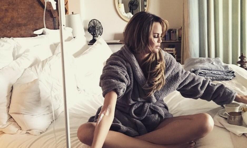 VITAMINBEHANDLING: Chrissy Teigen er en av dem som sverger til intravenøs vitaminbehandling. Skjermdump: Instagram