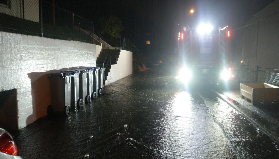 KRAFTIG REGNVÆR: Det var kraftig regnvær i Bergen lørdag kveld. Foto: Privat