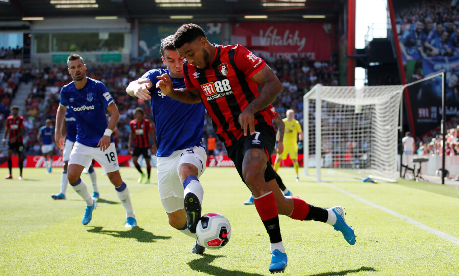 INVOLVERT: Joshua King var en håndfull for Morgan Schneiderlin, Seamus Coleman og de andre Everton-spillerne søndag ettermiddag. Foto: Reuters.