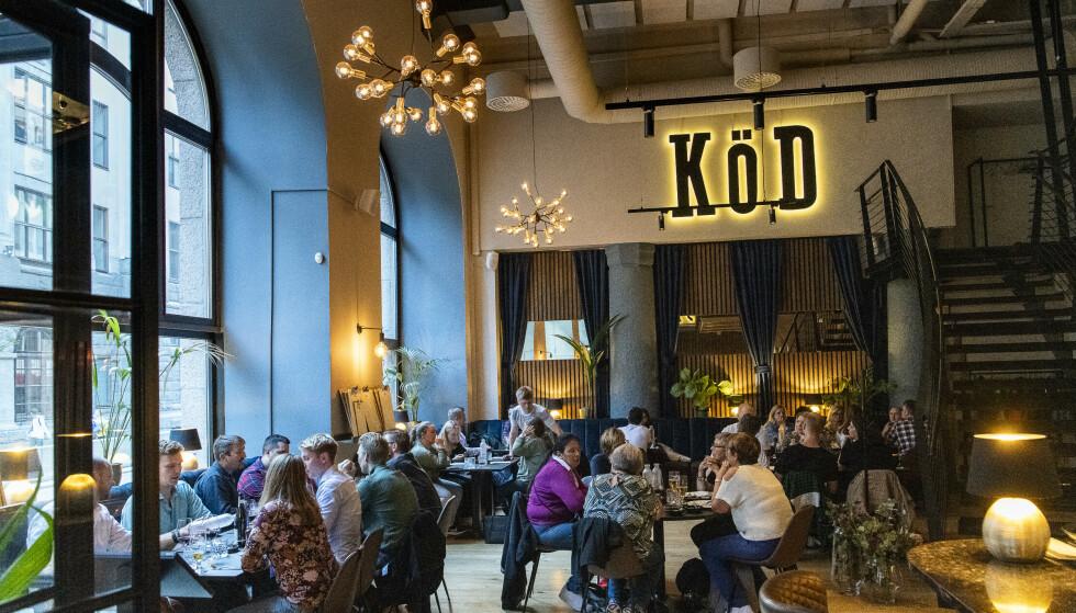 KØD: Det var mange menn i dress på Köd da Robinson og Fredag besøkte restauranten, men stemningen er lun og uformell, og dette er en restaurant for alle som liker biff.