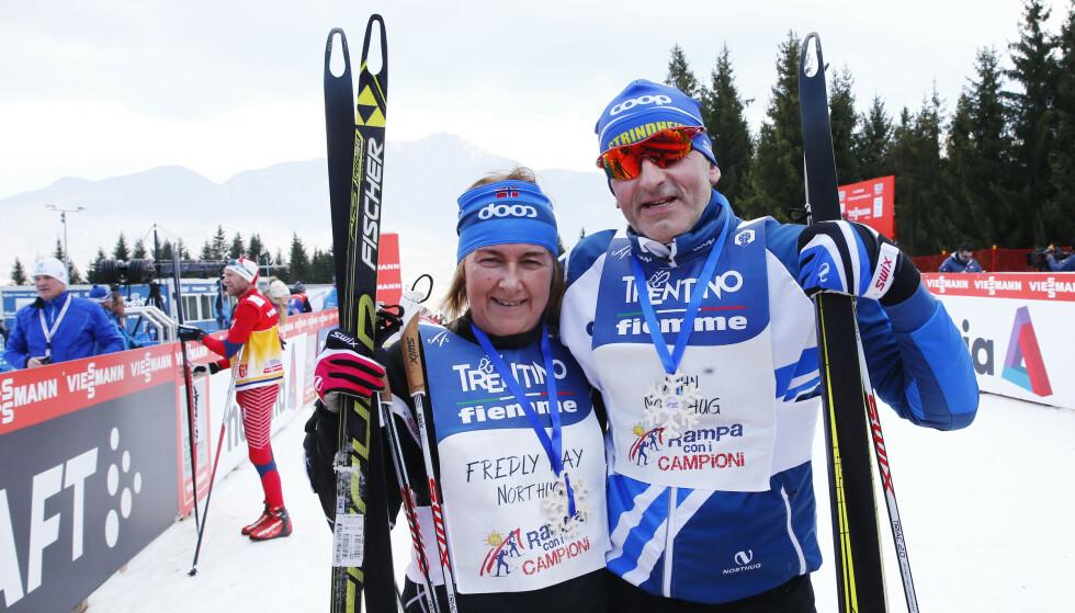 <strong>STØTTET BARNA:</strong> May og John Northug har alltid stått heiende fra sidelinjen når sønnene har gjort det stort i langrennssporet. Her gikk de opp slalombakken Alpe Cermis i Val di Fiemme noen timer før Petter Northug skulle gå den samme bakken i den 7. og siste etappen i Tour de Ski i 2015. Foto: Heiko Junge / NTB scanpix
