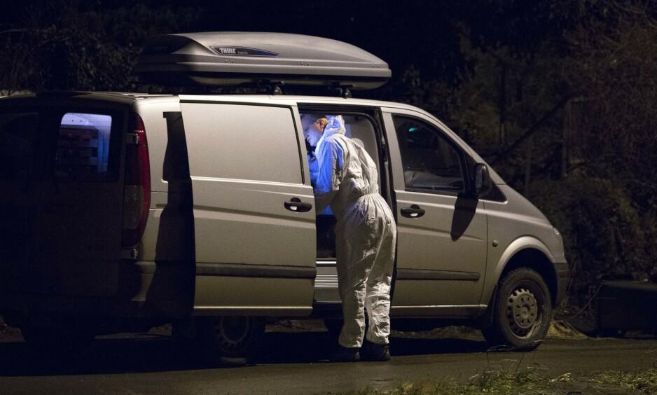 FUNNET HJEMME: Den 15 måneder gamle gutten ble funnet død hjemme i Vanvikan. Her jobber politiets krimteknikere på åstedet. Foto: Ole Morten Melgård / Dagbladet