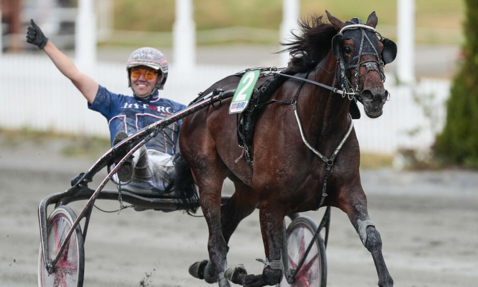 SUPERSTJERNE: Hesten Hillary B.R. blir borte fra travsporten i lengre tid etter en blødning på gaffelbåndutspringet. Foto: Lise Åserud / NTB scanpix