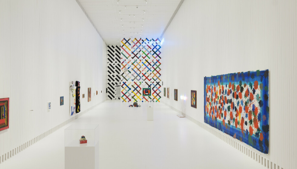 Førstemenn ut: Åpningsutstillingen er en fargerik dobbeltutstilling med de britiske kunstnerne Howard Hodkin (1932-1917) og Martin Creed (1968-). Foto: Kistefos