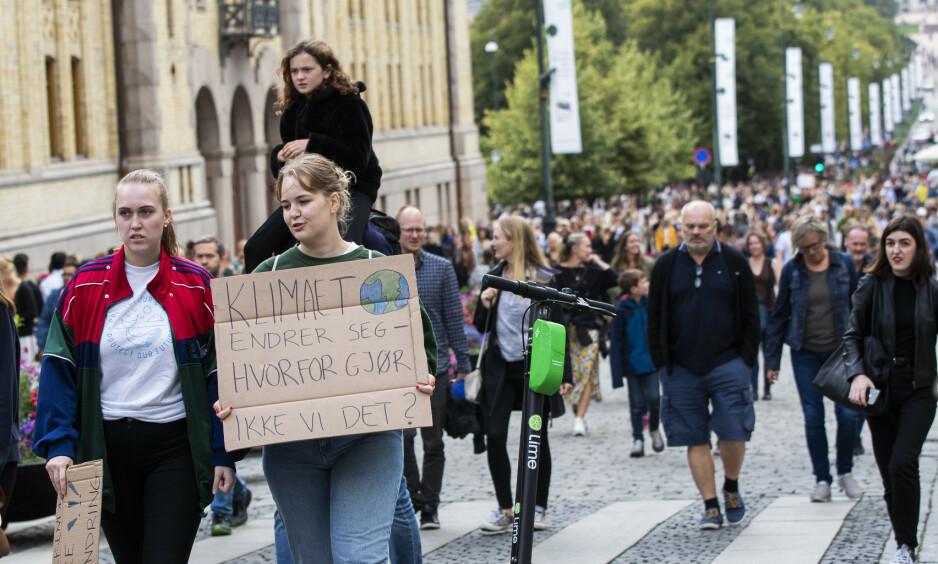 <strong>RADIKAL ENDRING:</strong> Klimakrisen vi står ovenfor handler ikke bare om tekniske løsninger og «mindre av det samme», men om en radikal sosial endring. Her bidrar nedvekst til å adressere et grunnleggende problem, skriver innsenderen. Bilde fra klimabrølet i Oslo, 30. august. Foto: Berit Roald / NTB Scanpix