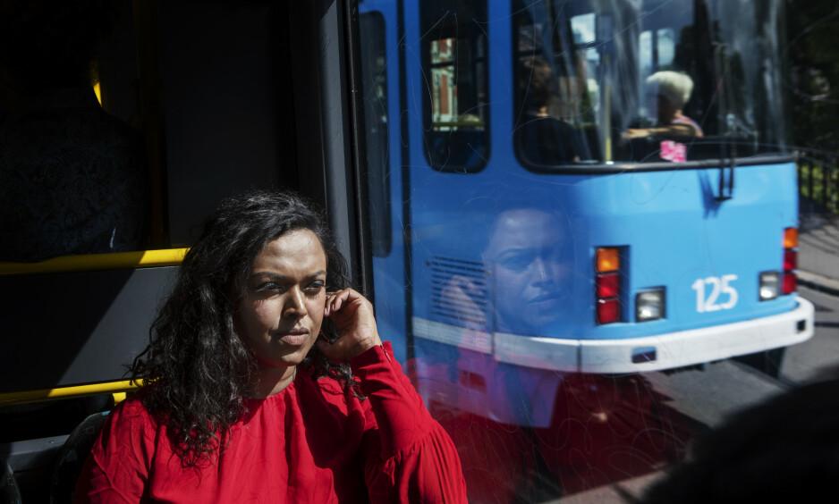 HAT-BREV: Kamzy Gunaratnam (31) er Arbeiderparti-politiker og varaordfører i Oslo. I dag fikk hun et maskinskrevet brev med beskjed om at hun skulle skamme seg. Som kvinnelig politiker opplever Gunaratnam stadig hat og trusler. Foto: Frank Karlsen / Dagbladet