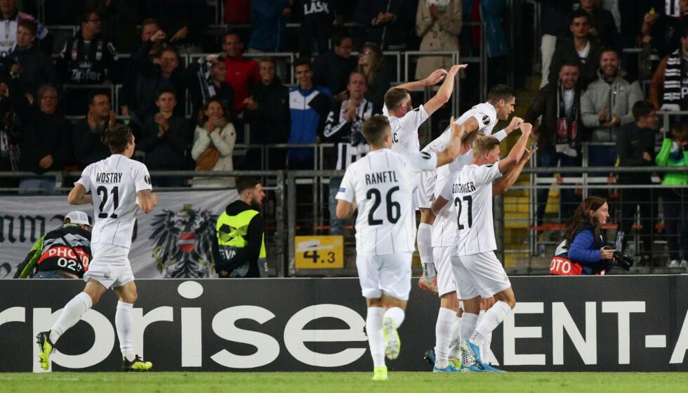 <strong>JUBEL:</strong> James Holland kaster seg over lagkameratene som feirer 1-0 mot Rosenborg. Foto: NTB Scanpix