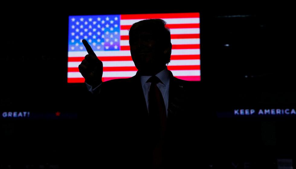 POMPØS: President Donald Trump blir stadig mer eneveldig i tonen når han sender meldinger til verden og det amerikanske folk. FOTO: REUTERS/ Tom Brenner