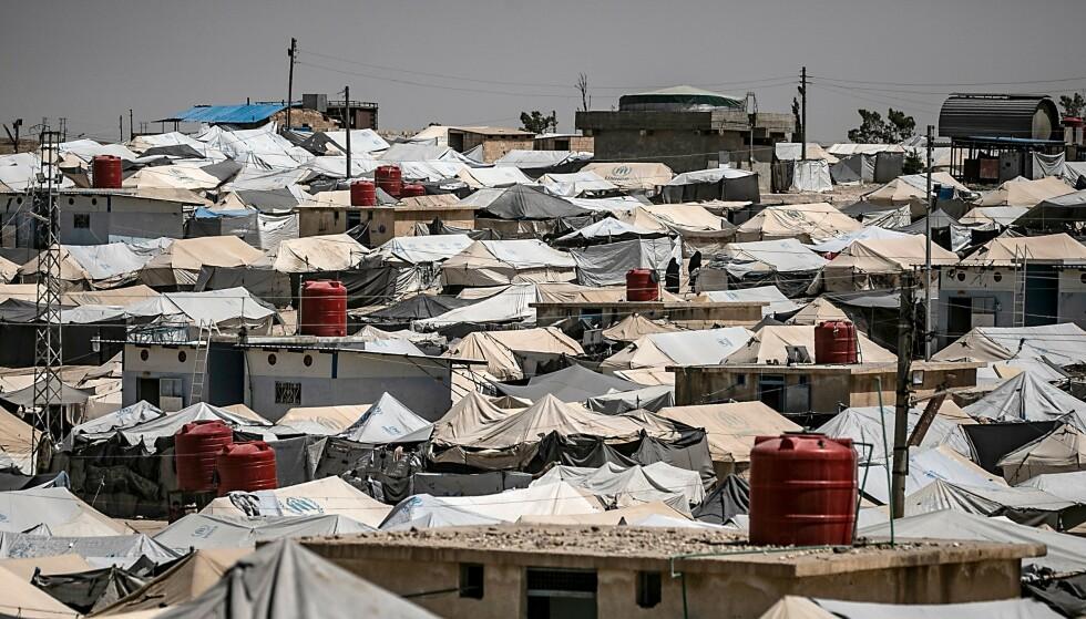 OVERFYLT: Kurdiske myndigheter har gjentatte ganger bedt europeiske og andre land hente hjem borgerne sine fra den overfylte al-Hol leiren nordøst i Syria, hvor mange fremmedkrigere og deres familier holder til. Her bor også en alvorlig syk norsk fireåring sammen med sin norske mor og en lillesøster. Foto: Delil SOULEIMAN / AFP / NTB Scanpix