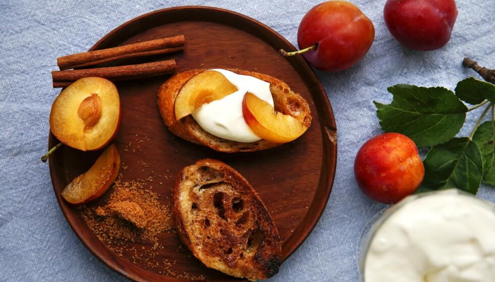 LEKKERIER: Gammelt, kjedelig brød kan få nytt liv, ja, det kan bli til reneste delikatesser. Som for eksempel kanelbrød. Foto: Mette Randem