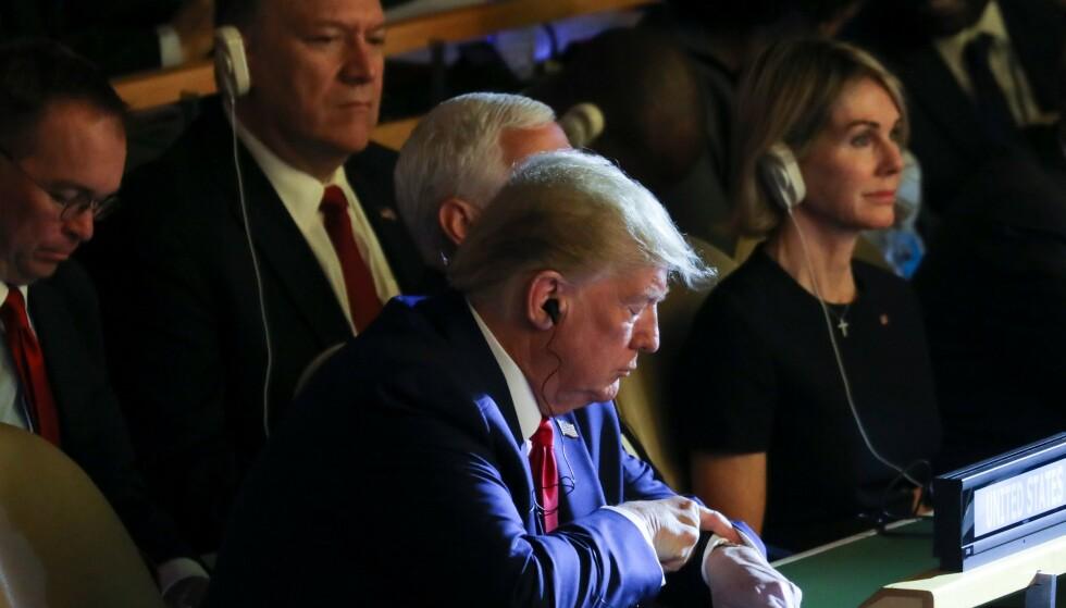 OVERRASKELSESBESØK: USAs president, Donald Trump, på uventet besøk under FNs klimatoppmøte i New York. Han deltok i cirka ti minutter. Foto: Ludovic MARIN / AFP