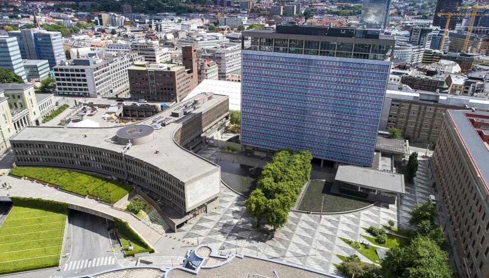 Bevar: Dronebilde av Regjeringskvartalet med Y-blokka (venstre) Høyblokka og G-blokka (høyre). Foto: Tore Meek / NTB scanpix
