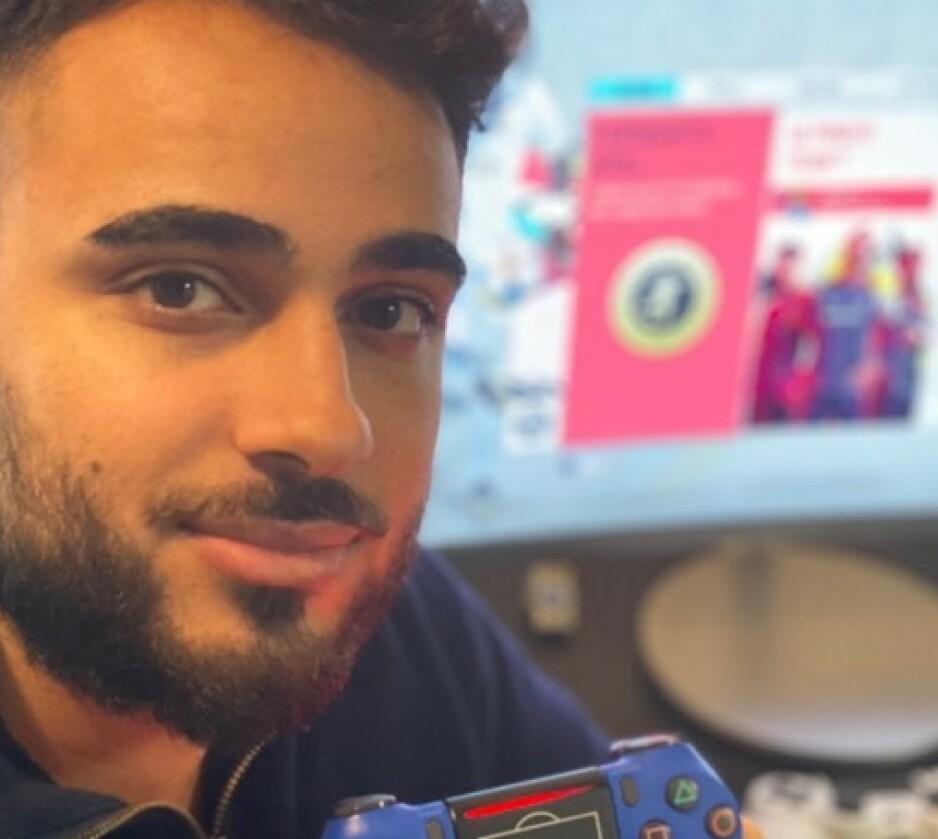 GIR TIPS: Landslagsspiller Arkan Resul mener blant annet at du må ha riktig kosthold for å bli god i FIFA. Foto: Endre Lübeck