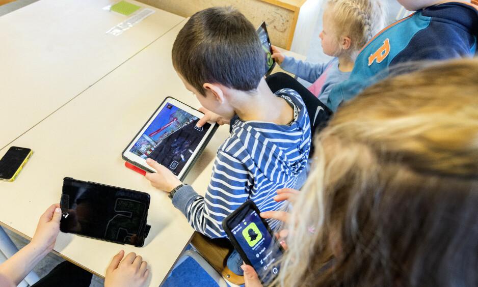 DIGITAL SKOLE: Vi kan helt fint bruke digitale hjelpemidler i skolen, men det forutsetter at vi har et kritisk og bevisst syn på det, skriver artikkelforfatteren. Foto: Gorm Kallestad / NTB Scanpix