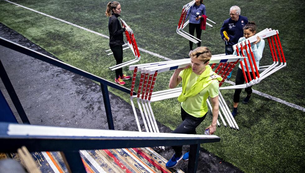 LEDER AN: Karsten Warholm har bare kvinnelige lagkamerater på teamet hvor han er frontfiguren. Det får rivalene til å stusse. Foto: Bjørn Langsem / Dagbladet