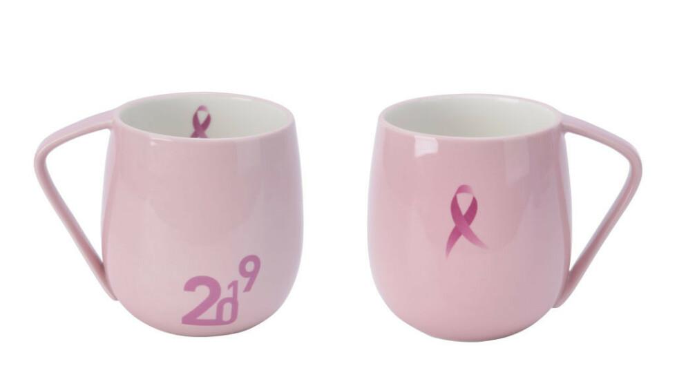 BESTSELGER: Et av de mest kjøpte produktene, er dette dus rosa kruset. Årets versjon har den karakteristiske sløyfen på både inn- og utsiden. FOTO: Modern House