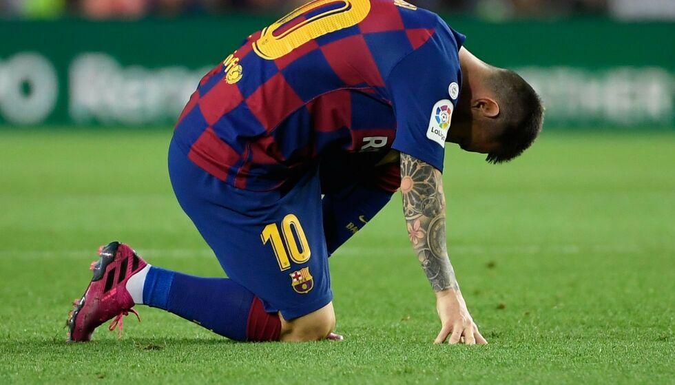 SKADET: Det er uvisst hvor alvorlig skaden til Lionel Messi er. Foto: LLUIS GENE / AFP / NTB Scanpix