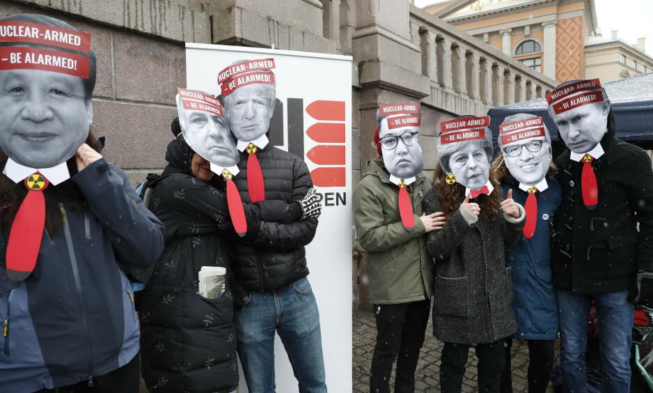 ATOMTRUSSELEN: 5. mars hadde Leger mot atomvåpen og ICAN Norge en markering utenfor Stortinget til støtte for norsk tilslutning til FN-traktaten som forbyr atomvåpen. I dag er det FNs internasjonale dag for total avskaffelse av atomvåpen, og en rekke institusjoner er gått sammen om dette innlegget. Foto: Terje Bendiksby / NTB Scanpix