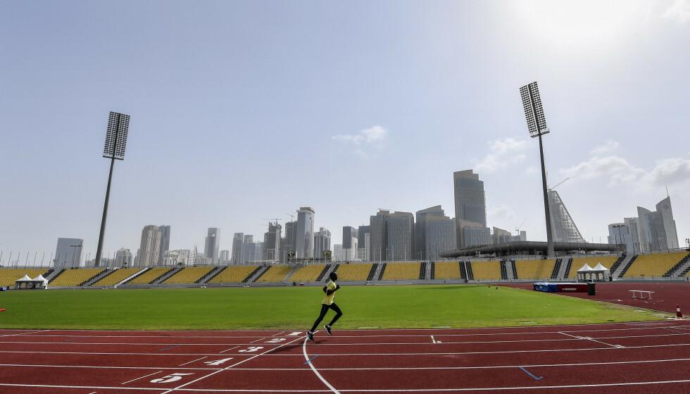 VM i DIKTATUR: Friidretts-VM i Qatar starter i dag. Kronikkforfatteren påpeker at idretten snart må forstå at den brukes som brikke i et velregissert politisk spill. Foto: Martin Meissner / AP / NTB Scanpix