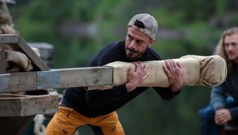 <strong>SA STOPP:</strong> Asad Shehada innså raskt at han ikke ville gå seirende ut av konkurransen, da han underveis forstuet foten. Foto: Alex Iversen / TV 2