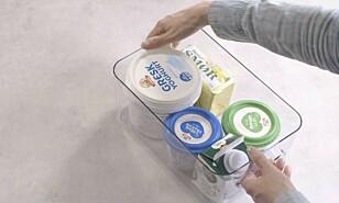 ALT PÅ ÉN PLASS: I stedet for å ha alt hulter til bulter, bør du organisere matvarene i ulike bokser.