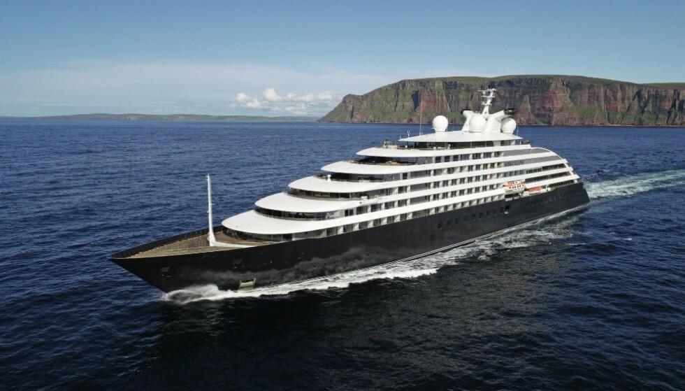 OPPDAGELSESSKIP: Det nye luksusskipet Scenic Eclipse gjør det mulig for reisende å oppdage ødeliggende områder via helikopter, undervannsbåt eller gummibåt. I september fullførte skipet jomfruturen fra Reyjkavik til New York. Foto: Scenic