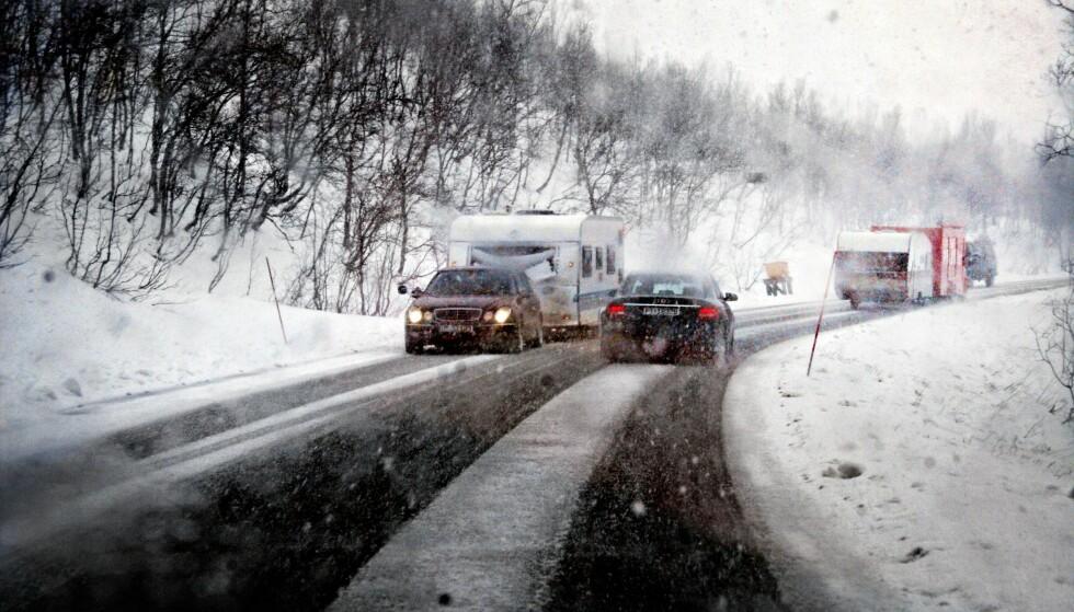 FERIEKAOS: Dette kan bli scenarioet på veier i både Nord- og Sør-Norge i begynnelsen av ferien. Arkivbilde fra Kvænangsfjellet. Foto: Ole Magnus Rapp / Aftenposten / NTB Scanpix
