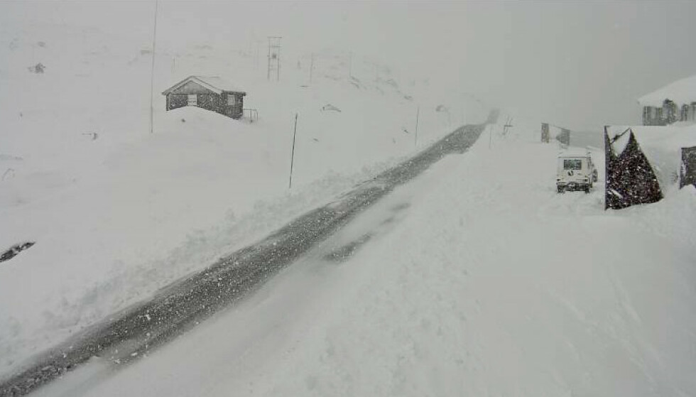 VESTLANDET: Dette bildet er fra Sognefjellet på Vestlandet tidligere i september. Nå kommer det enda mer snø over 400 meter på Vestlandet. Foto: Statens vegvesen webkamera / NTB Scanpix