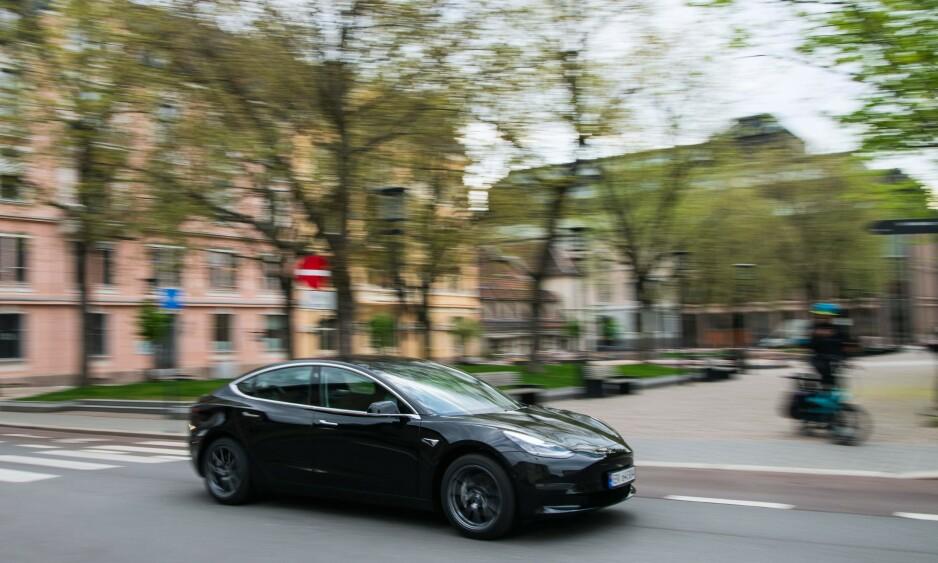 BILTYVERIER: Politiet i Oslo ber folk passe ekstra godt på bilene sine, etter at de har avdekket at ungdommer stjeler biler og kjører i svært høy hastighet. Foto: Jonathan NACKSTRAND / AFP / NTB scanpix